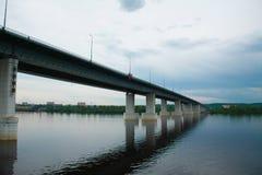 Coluna do rio da ponte Imagens de Stock