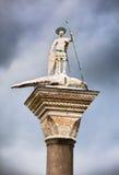 Coluna do St Theodore no quadrado de San Marco em Veneza Fotos de Stock