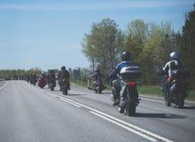 Coluna dos motociclistas fotos de stock