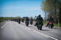 Coluna dos motociclistas fotos de stock royalty free