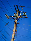 Coluna elétrica com céu azul Foto de Stock Royalty Free