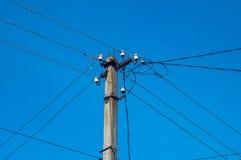 Coluna elétrica com fios imagem de stock royalty free