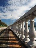 Coluna perto do lago Imagens de Stock Royalty Free