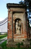 Coluna que apoia a porta de uma casa de campo de Palladian na província de Vicenza (Itália) imagem de stock royalty free
