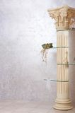Coluna romana com flores Imagem de Stock Royalty Free
