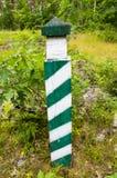 Coluna trimestral na floresta - imagem de fundo fotografia de stock