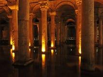 Colunas, água e luzes Imagens de Stock Royalty Free