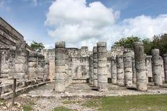 Colunas 1000 do guerreiro em Chichen-Itza México Fotos de Stock