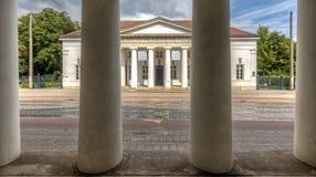 Colunas através das colunas Fotografia de Stock Royalty Free