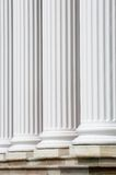 Colunas brancas e etapas Fotos de Stock