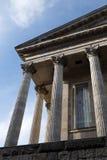 Colunas clássicas da câmara municipal de Birmingham imagens de stock royalty free