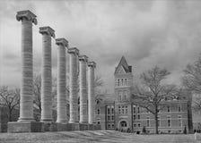 Colunas de Mizzou e escola de engenharia fotografia de stock