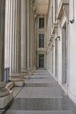 Colunas de pedra em um edifício judicial da lei Fotografia de Stock Royalty Free