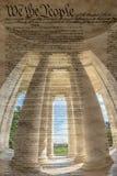 Colunas dentro da declaração do wiyh de Jefferson Memorial de Indepen fotografia de stock