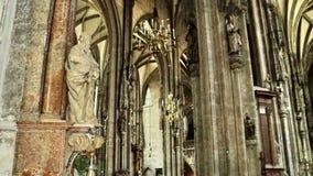 Colunas dentro de Stephansdom imagens de stock royalty free