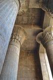 Colunas dentro do templo em Esna Imagem de Stock