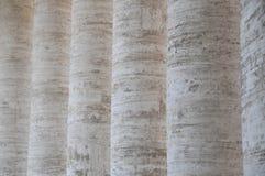 Colunas do mármore em uma fileira Fotografia de Stock