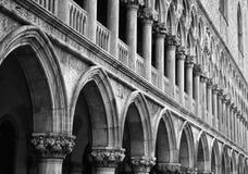 Colunas do palácio do Doge foto de stock