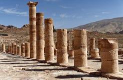 Colunas dos romanos na necrópolis de PETRA, Jordânia Foto de Stock Royalty Free