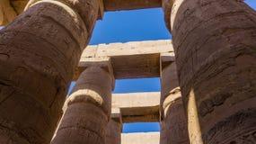 Colunas e no templo antigo imagens de stock
