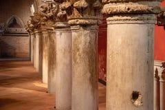 Colunas interiores no palácio do doge em Veneza fotografia de stock royalty free