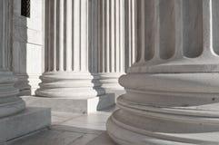 Colunas na construção da corte suprema dos E.U. Fotografia de Stock