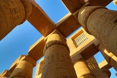 Colunas no templo de Karnak, Luxor imagem de stock