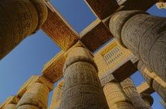 Colunas no templo do karnak - imagem de HDR imagem de stock