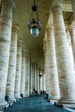 Colunas no Vaticano imagem de stock