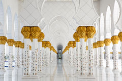 Colunas Sheikh Zayed Mosque da vista Fotos de Stock Royalty Free