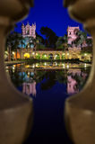 A colunata com reflexões na lagoa do lírio no parque do balboa Foto de Stock Royalty Free