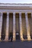 Colunata do templo de Hadrian em Roma no por do sol Fotografia de Stock