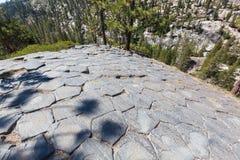 Colunmar basalt på den nationella monumentet för jäkel` s Postpile Arkivfoton