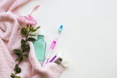 Colutório, cuidados médicos da escova de dentes para a cavidade oral imagens de stock royalty free