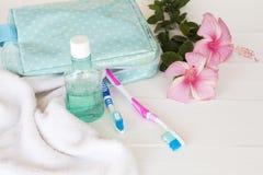 Colutório, cuidados médicos da escova de dentes para a cavidade oral fotografia de stock royalty free