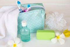 Colutório, cuidados médicos da escova de dentes para a cavidade oral fotos de stock