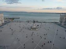 Comércio-Quadrat in Lissabon, bei Sonnenuntergang Lizenzfreie Stockbilder