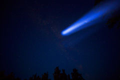 Comète en ciel nocturne image stock