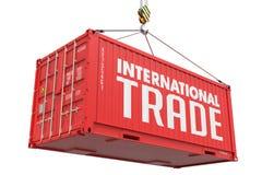 Comércio internacional - recipiente de carga de suspensão vermelho Foto de Stock Royalty Free