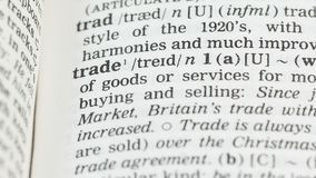 Comércio, lápis que aponta a palavra na página do vocabulário no inglês, economia global filme