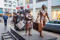 19 01 2018 com статуи Берлина, Германия - Kindertransport мемориальный Стоковые Изображения RF