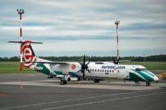 COM d'Eurolot de fin de soirée à l'aéroport de Vilnius Image stock