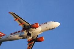 Com easyjet através do ar Fotografia de Stock Royalty Free