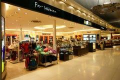 Com isenção de direitos no aeroporto de Suvarnabhumi Foto de Stock