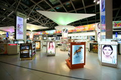 Com isenção de direitos no aeroporto de Suvarnabhumi Imagem de Stock