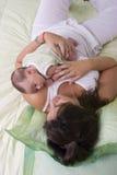 Com a mamã no quarto Fotografia de Stock
