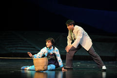 Com necessidade da ópera de Jiangxi da ajuda uma balança romana Fotografia de Stock