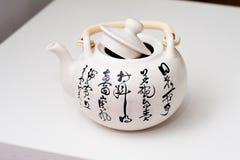 Com o bule do teste padrão da poesia de China Fotos de Stock Royalty Free