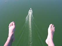 Com o pára-quedas acima do mar imagens de stock