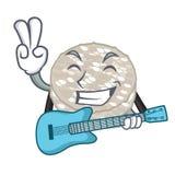 Com os bolos de arroz da guitarra servidos na placa dos desenhos animados ilustração royalty free
